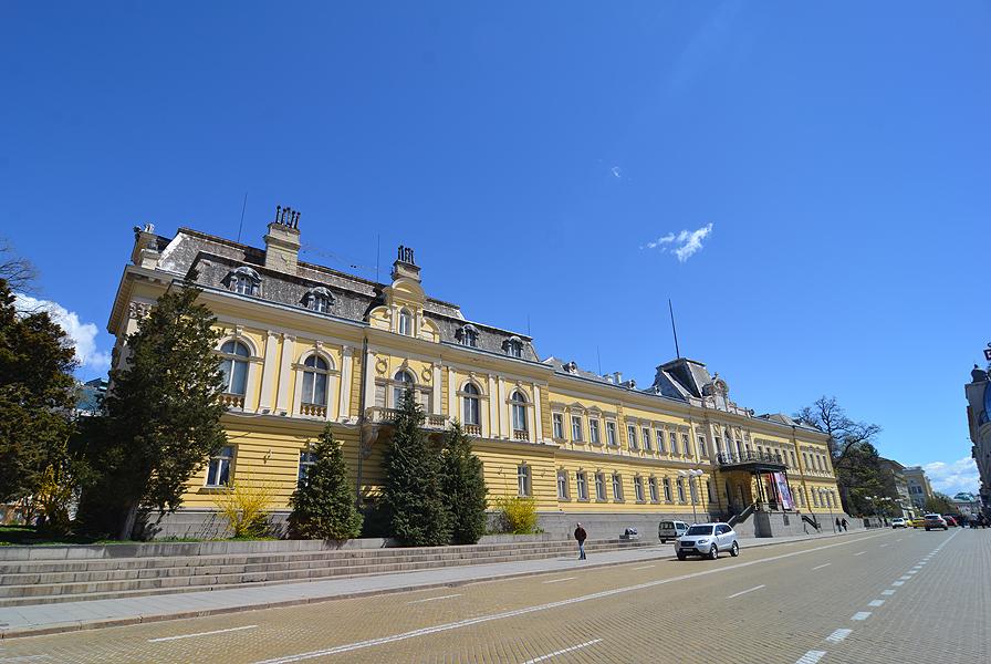 Царският дворец