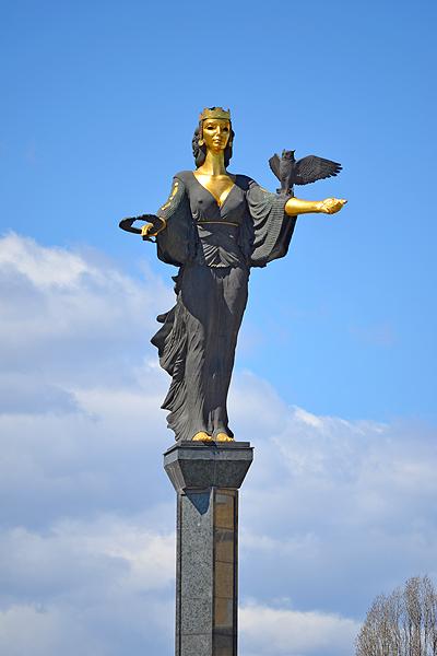 Статуя Света София